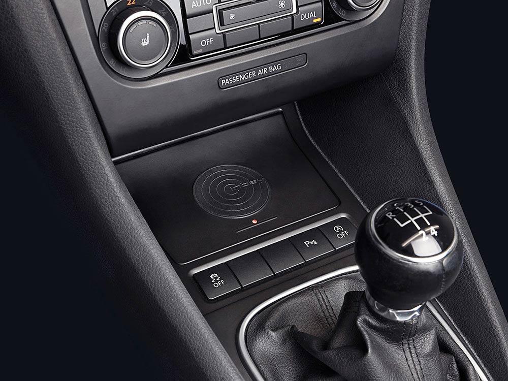 Alpine KCE-G6Qi Wireless-Ladestation für Volkswagen Golf VI kabellose Ladestation für Mobiltelelefone