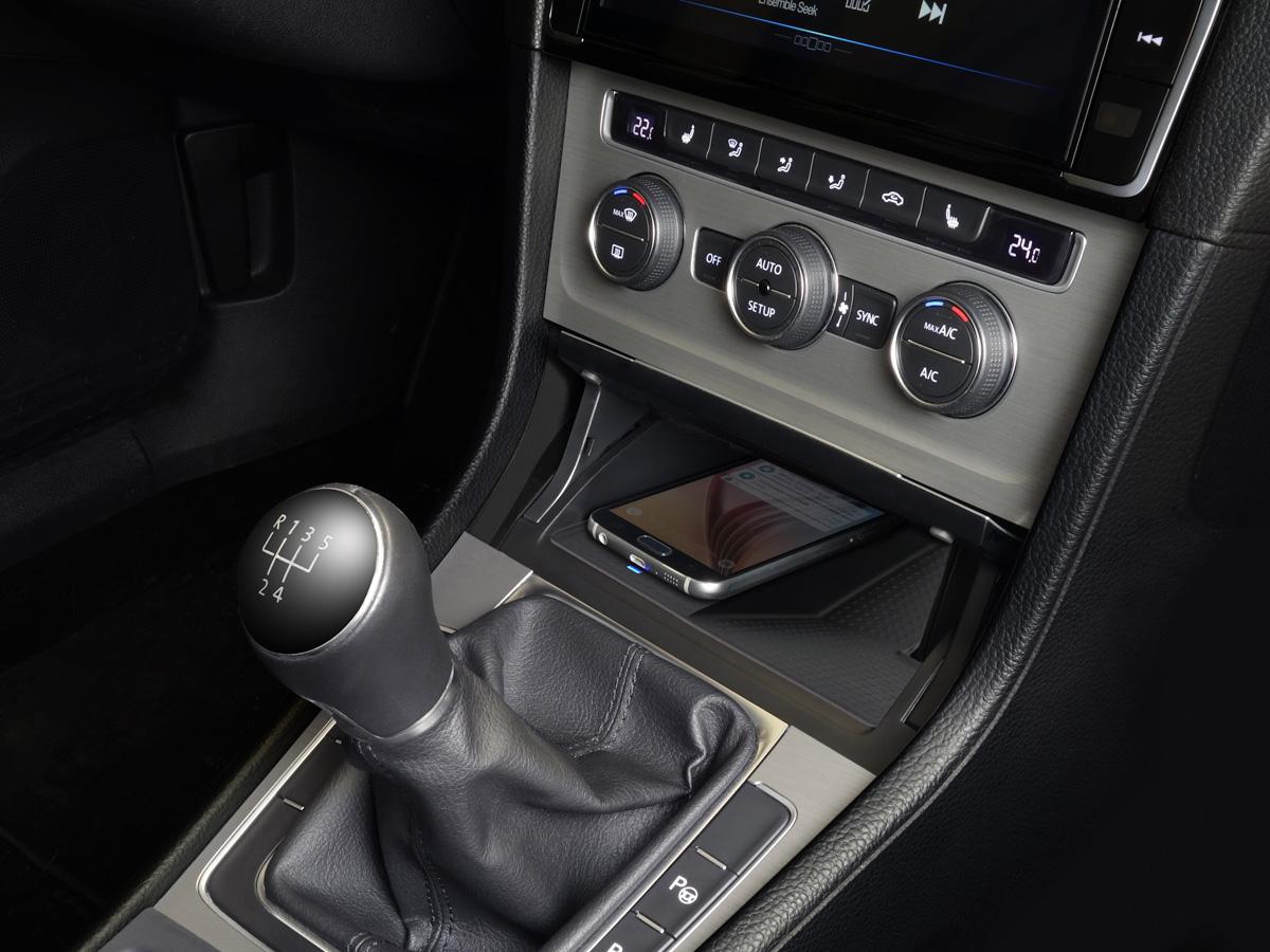 Alpine KCE-G7Qi Wireless-Ladestation für Volkswagen Golf 7
